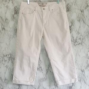 Levi's White Stretch Roll Cuff Crop Capri Jeans